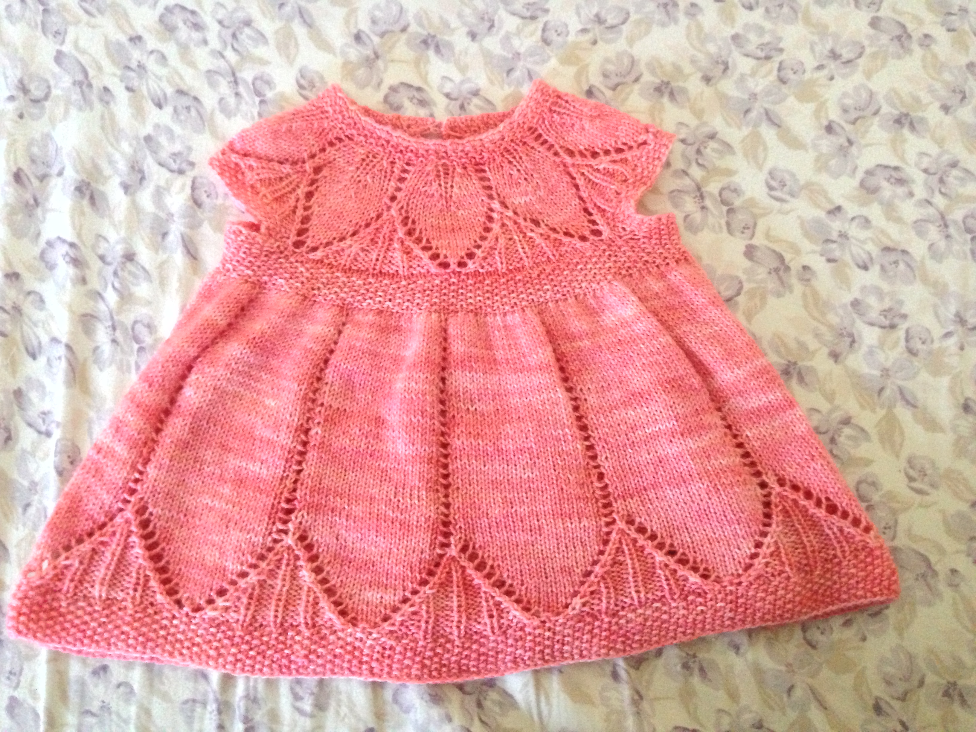 Bonito Baby Dress Free Knitting Pattern Fotos - Manta de Tejer ...